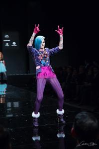 La estilista desea que un diseñador onubense la acompañe.