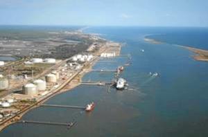 Según la naturaleza de las mercancías, destaca el crecimiento experimentado del tráfico de gasolina.