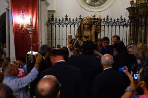 La Virgen procesiona el 8 de septiembre por la localidad.