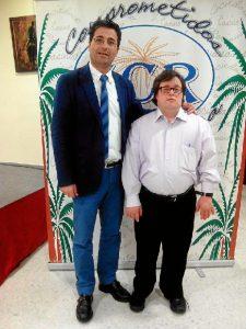 El presidente del Casino, José Antonio Cabrera, junto al conferenciante Pablo Pineda.