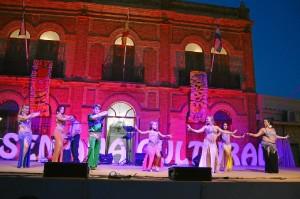 Hubo actuaciones con danza del vientre para la apertura.