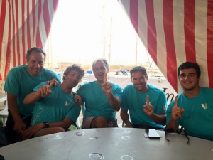 """La tripulación del """"Sabara"""", que en la primera jornada quedó el primero en la clasificación absoluta"""