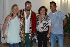 La alcaldesa de San Juan, con algunos participantes de la noche.