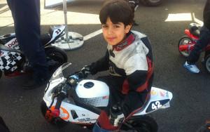 El joven Adrián tuvo su primer contacto con el mundo del motor a los dos años, en un Mini Quad de gasolina.