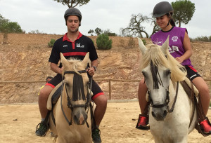Paseo a caballo, una de las actividades de los participantes en el campus en Andévalo Aventura.