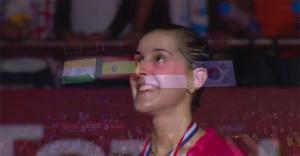 La sonrisa de Carolina ya campeona del mundo en el podio, con su medalla, la bandera de España en lo más alto. Lo de la letra del himno, una anécdota. / Foto: Captura TV.
