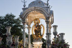 La Virgen de la Cinta, en su tradicional traslado