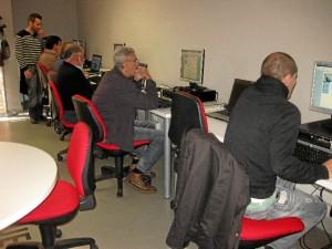 El centro oferta lecciones de informática e Internet, junto a inglés de iniciación, así como de nivel 2 y 3.