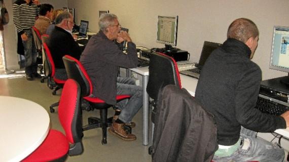 El Centro Guadalinfo de Punta Umbría ayuda a gestionar 60 becas
