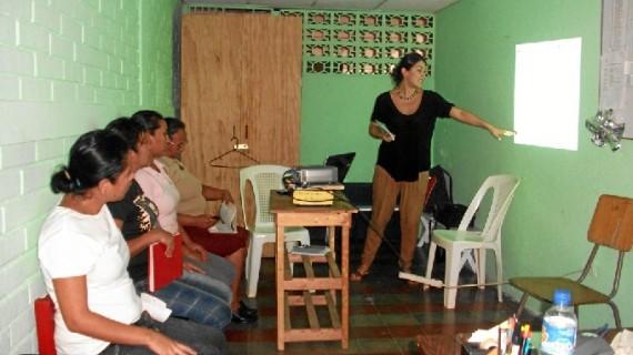 La onubense Mónica Ramírez viaja durante sus vacaciones a Sucre para participar en un proyecto social