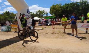 Francisco Bermejo, ganador de la prueba, en el momento de entrar en meta.