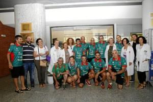 Al finalizar la tercera etapa, el club visitó el área de pediatría del Hospital El Bierzo.