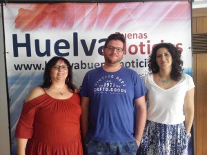 Manoli, Álvaro Javier e Inmaculada visitaron la sede de HBN.