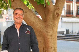 Javier Sánchez tiene otros tres libros escritos y una novela que está escribiendo actualmente./Foto: Rosa Mora.