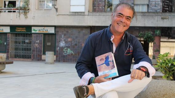 El empresario onubense Javier Sánchez publica su primera novela 'Marta'