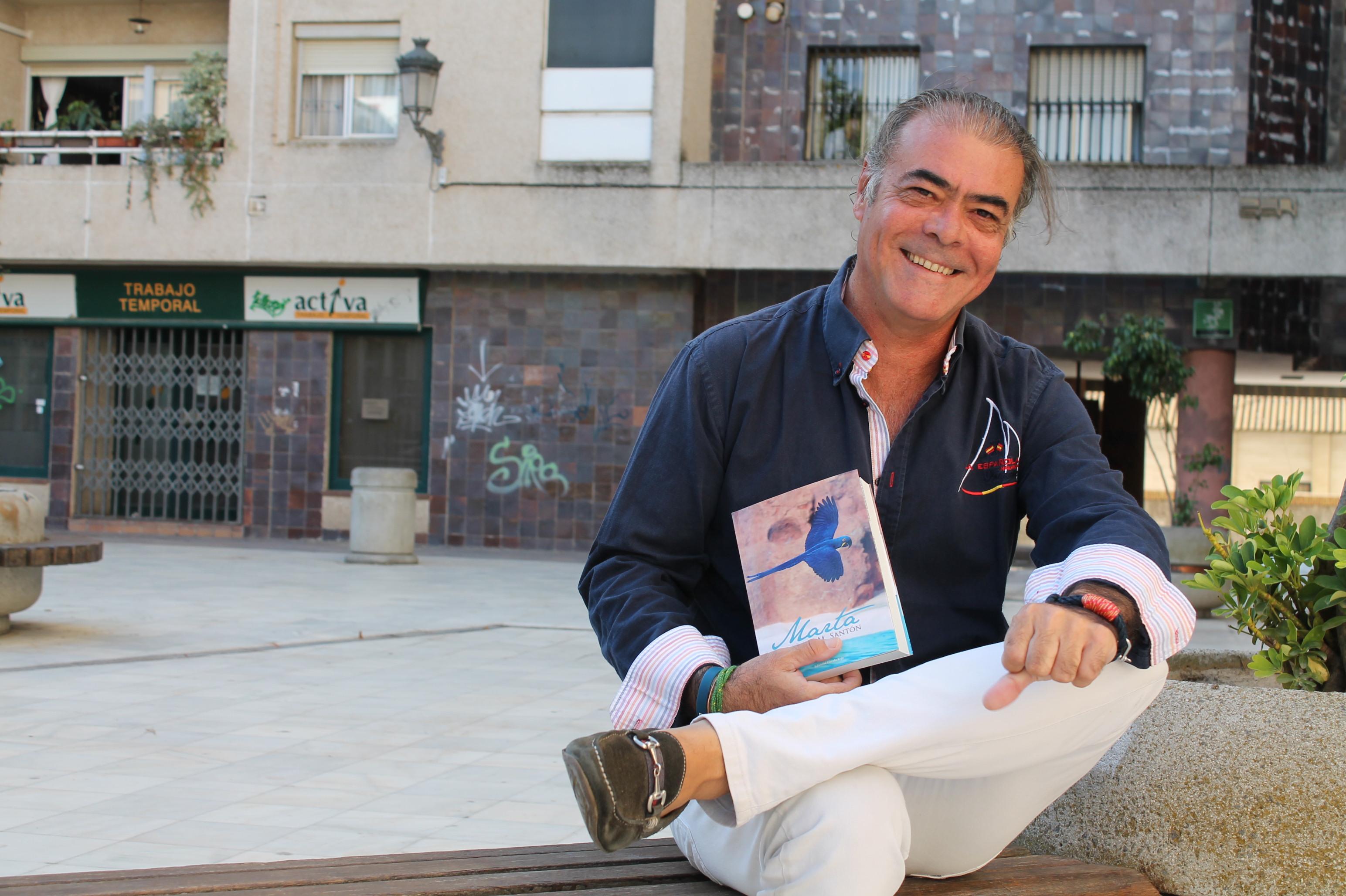 El escritor onubense Javier Sánchez.