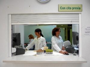 Este sistema mejora la accesibilidad de los pacientes en la gestión de cita previa para la extracción de sangre de pruebas analíticas en este centro hospitalaro.