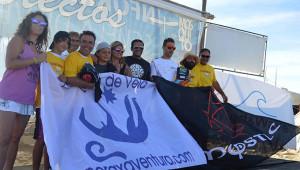 Los ganadores en las dos categorías en la X Regata de Kitesurf 'Virgen del Carmen' en Punta Umbría.