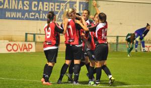 Las jugadoras del Sporting celebran uno de sus goles.