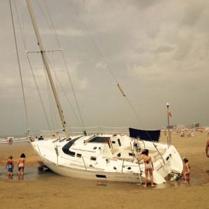 Imagen de la embarcación encallada en Punta. / Foto: L. C.