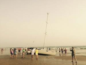 Este lunes está previsto que sea recuperado desde la arena. / Foto: L. C.