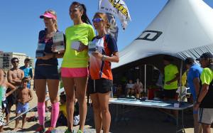 Las tres primeras clasificadas en la carrera femenina.