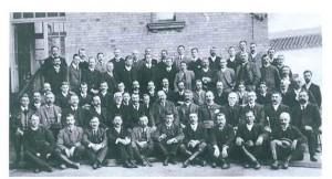 Fotografía del Staff de la RTCL, realizada en 1906. En el centro Mr. Neil Kennedy. Col. Particular
