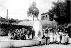 El Pilar y al fondo el Mercado donde se celebró el banquete de la inauguración de la línea férrea. Col. Particular.
