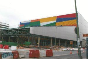 El actual Mercado en su última fase de construcción. En él, se ofrece excelentes artículos entre ellos la sandía.