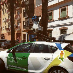 El coche de Google Maps, grabando por las calles de Huelva. / Foto: Wenceslao Font.