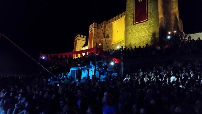 El castillo de Sancho IV El Bravo, lleno hasta la bandera. / Foto: José Rafael Borrallo.