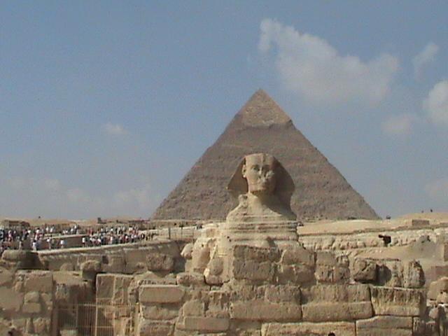 A muchas personas les interesa la civilización egipcia.