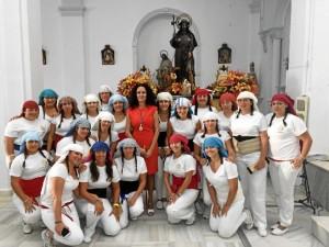 La alcaldesa, junto a un grupo de costaleras.