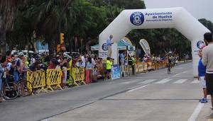 Manuel Romero Ruiz del Polsando, ganador en la Máster 40, entrando en la meta.
