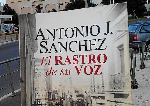 La novela 'El rastro de su voz', del onubense Antonio J. Sánchez, cruza 'el Charco'
