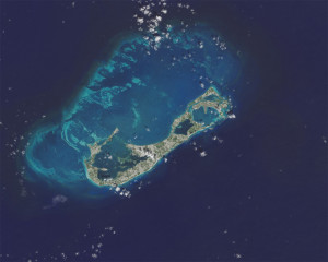 Las islas están rodeadas de arrecifes.