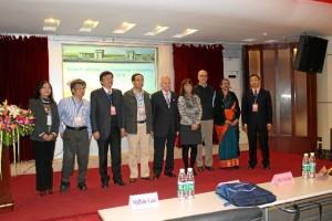Imagen del Congreso Internacional 'Asian Conference on Membrance Computing'. En ella aparecen el rector de la Southwest Jiaotong University de Chengdu, los organizadores del Congreso y los cuatro profesores invitados.