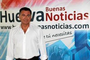 Durante su visita a la redacción de Huelva Buenas Noticias.