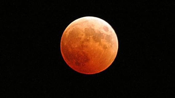 Los onubenses podrán disfrutar este lunes del eclipse total de luna