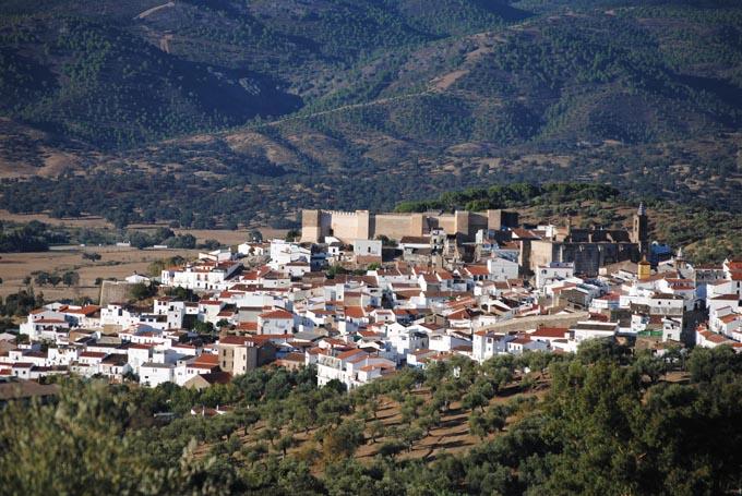Vista del pueblo de Aroche.