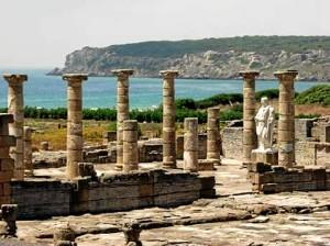 El bello yacimiento de Baelo Claudia, situado en la playa de Bolonia, en Tarifa. / Foto: andalucia.org.