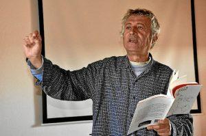 Eladio Orta es un poeta nacido en Ayamonte.