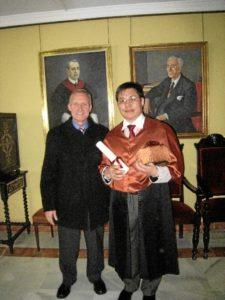 De las catorce tesis doctorales que ha dirigido, tres de ellas corresponden a profesores extranjeros.