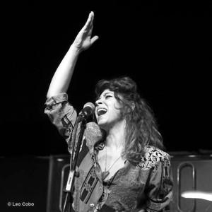 En el concierto de Moguer, Sandra Carrasco estará acompañada por Melón Jiménez y José María Cortina. /Foto: Leo Cobo.