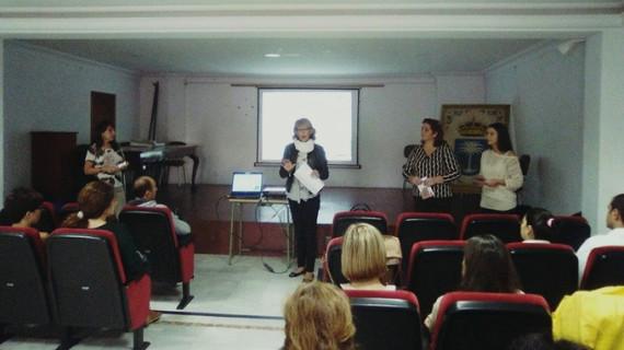 Los padres de Rociana adquieren habilidades para educar a sus hijos