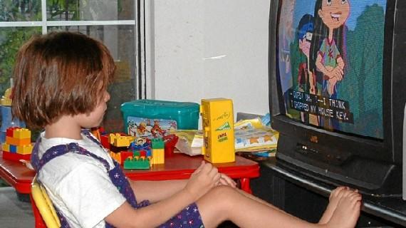 La prestigiosa Academia Americana de Pediatría ve mal que los niños pasen tiempo delante de la televisión