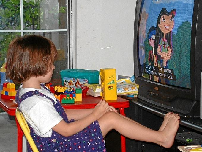 Según la AAP, el exceso de televisión puede provocar dos problemas importantes en futuras actitudes del menor. /Foto: www.flickr.com