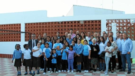 Niñas y ancianas se benefician de la solidaridad mostrada con las Hermanas de la Cruz de Valverde