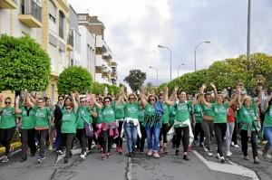 Cientos de ayamontinos ha participado en la marcha.