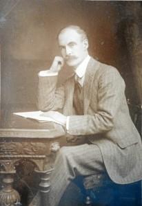 Tanto Macdonald como su tío fueron conocidos por ayudar a muchos onubenses y por introducir los deportes británicos en Huelva. / Foto: Colección particular de Emilio Romero.